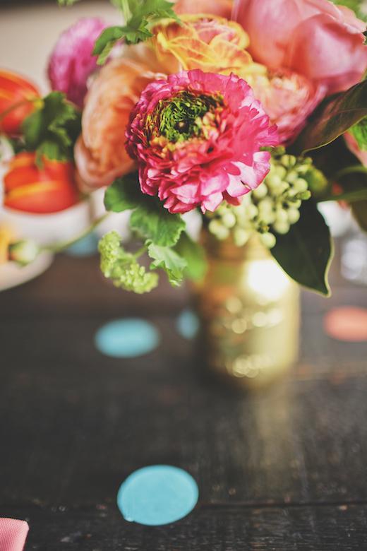green ranunculus bouquet centerpiece design sponge