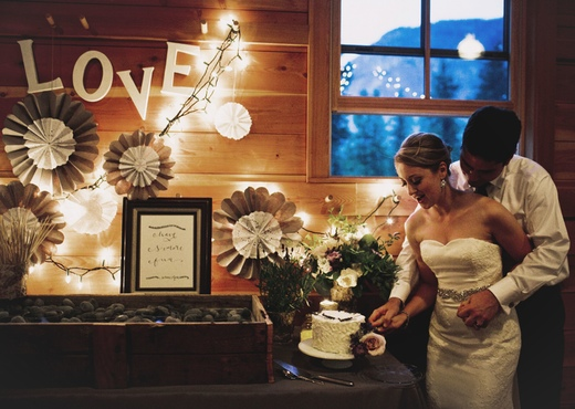 kerissa bakes vegan cake design sponge finch and thistle wedding flowers