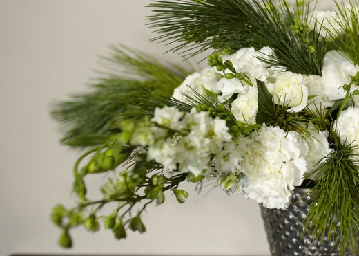 white and green centerpiece wedding flowers