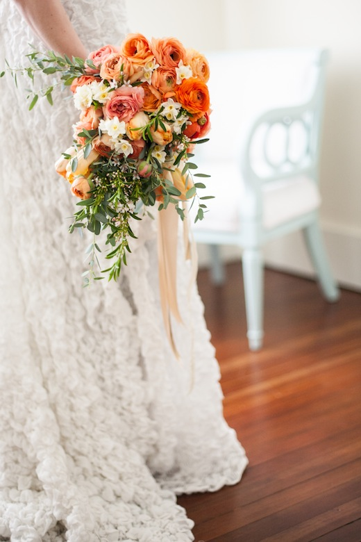 ruffled wedding dress seattle wedding flowers