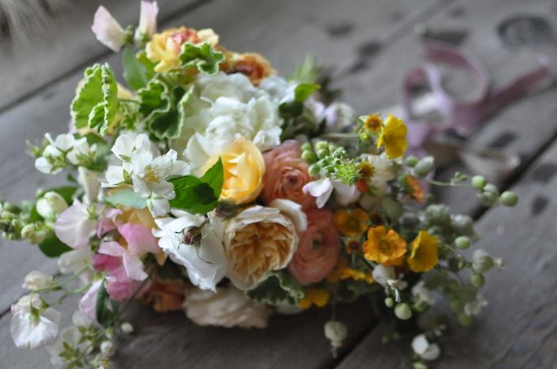 flowerwild_finch_thistle_bouquet_detail