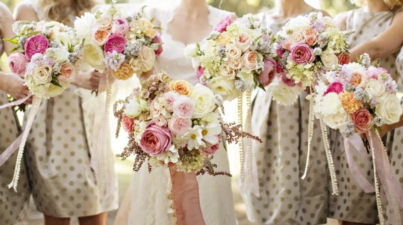Nikki_Kevin_bridesmaid_bouquets
